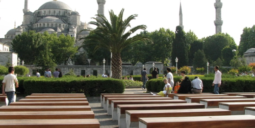 istanbul-blue-mosque-benches