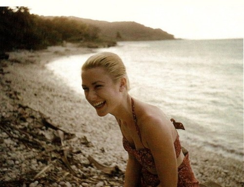 grace-kelly-beach-laughing