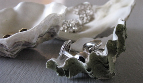 oyster-shell-jewelry-holder