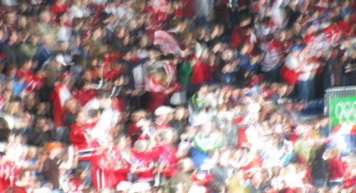 vancouver-2010-crowd-cheering