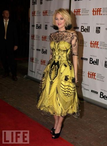 drew-barrymore-mcqueen-dress-tiff