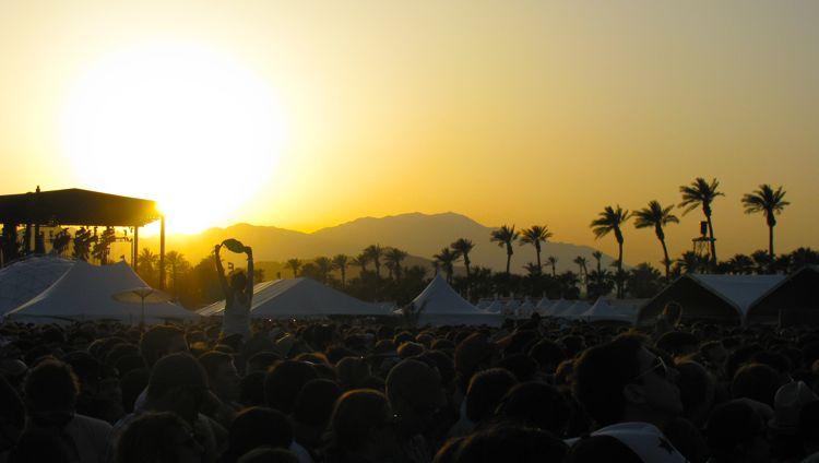 coachella-crowd-sunset-2010