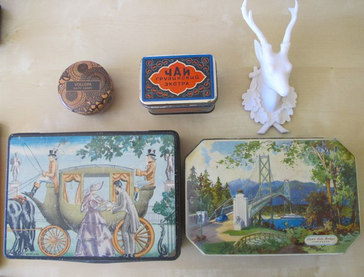 antique-tins-and-things
