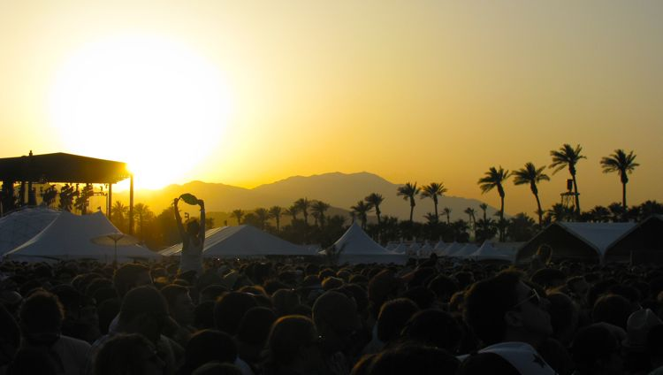 coachella-crowd-sunset-2010