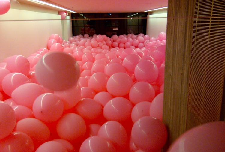 martin-creed-balloon-installation-rennie-collection